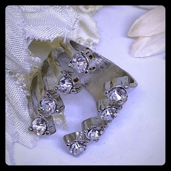 NuBella Jewelry - 8 Stone Silver Crystal Ring [JW-109]